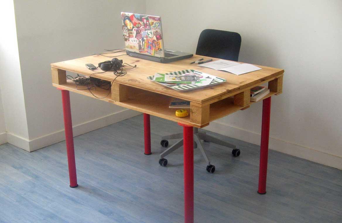 nábytek z palet kancelářský stůl